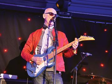 Kim Mitchell does 'Rock 'n' Roll Duty' for charity in Midland