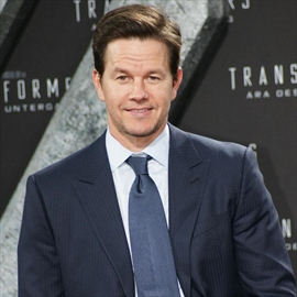 Mark Wahlberg's wife compares him to Harry Styles-Image1
