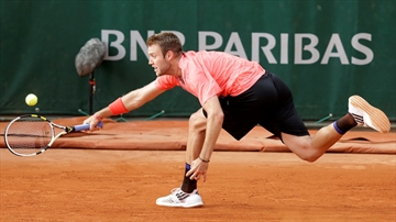 The Latest: Gasquet and Berlocq stay out late, even at 2-2-Image1