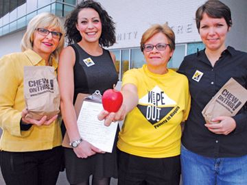 Niagara residents show support for federal anti-poverty plan