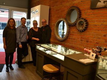Milton jewelry store makes big move to corner