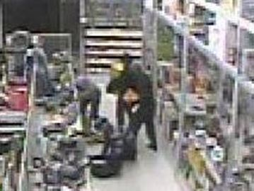 Police still looking for four suspects behind Oakville Rona break-in