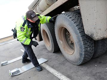 Oakville commercial vehicle safety blitz yields 38 per cent failure rate