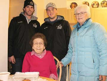 Knights of Meaford players deliver Meals on Wheels