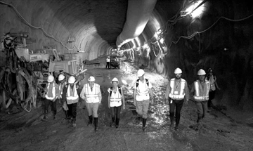 Light-rail tunnel more than half excavated;Feds still not committing t– Image 1