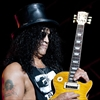 Slash moves in with new girlfriend-Image1