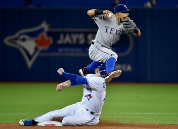 Underdog Rangers spoil Jays' playoff return-Image1