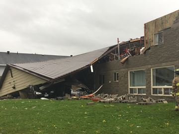 Storm damages buildings in Collingwood