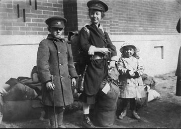 Children await their father's return home from fighting in the First World War in 1919.