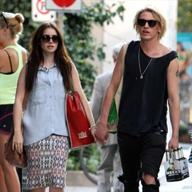 Lily Collins rekindles romance with Jamie Campbell Bower-Image1