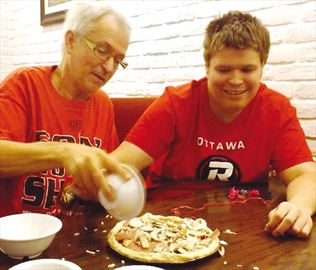 Pizza-lover with autism connects with local pizzeria– Image 1