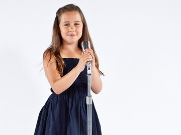Young Oakville singer is reaching for the stars
