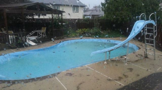 1 700 homes damaged in ontario rain storm for Pool show toronto
