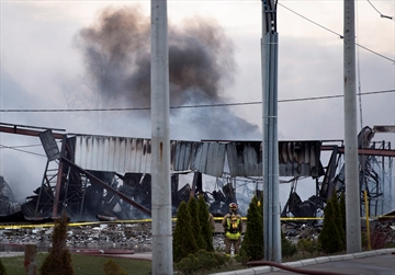 4 firefighters injured in Mississauga blaze-Image1