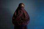 Woman at heart of niqab debate slams Harper-Image1