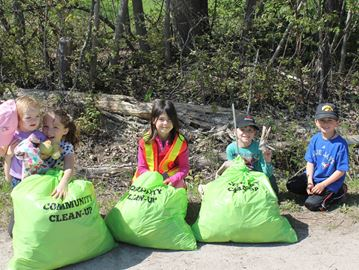 Meaford youngsters help clean up community
