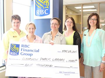 Stayner RBC branch donates to Clearview Library