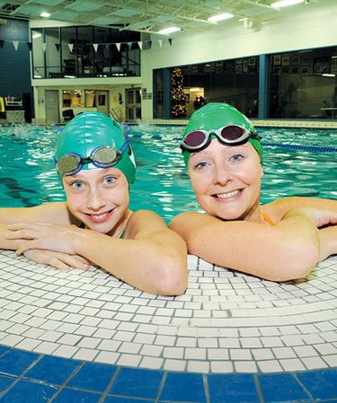 Barrie Trojans swimmer breaks mom's 24-year record