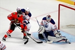 Talbot leads Oilers past Blackhawks 3-1-Image4