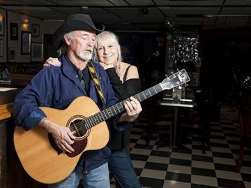 Oakville's Moonshine Café puts independent artists centre stage