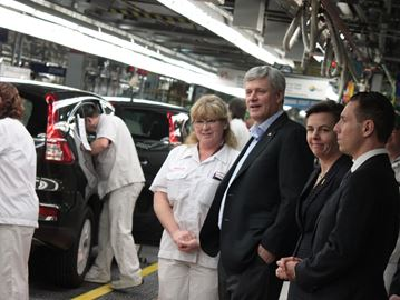 Prime Minister tours Honda Canada in Alliston