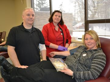 Simcoe County paramedic with rare cancer encourages blood donations