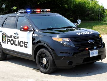Police investigating after Oakville woman flashed