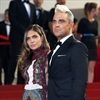 Robbie Williams proud of his wife Ayda Field-Image1