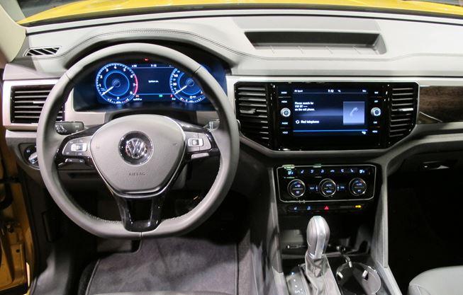 Volkswagen Atlas Suv 2018 Doesn T Shrug On Size
